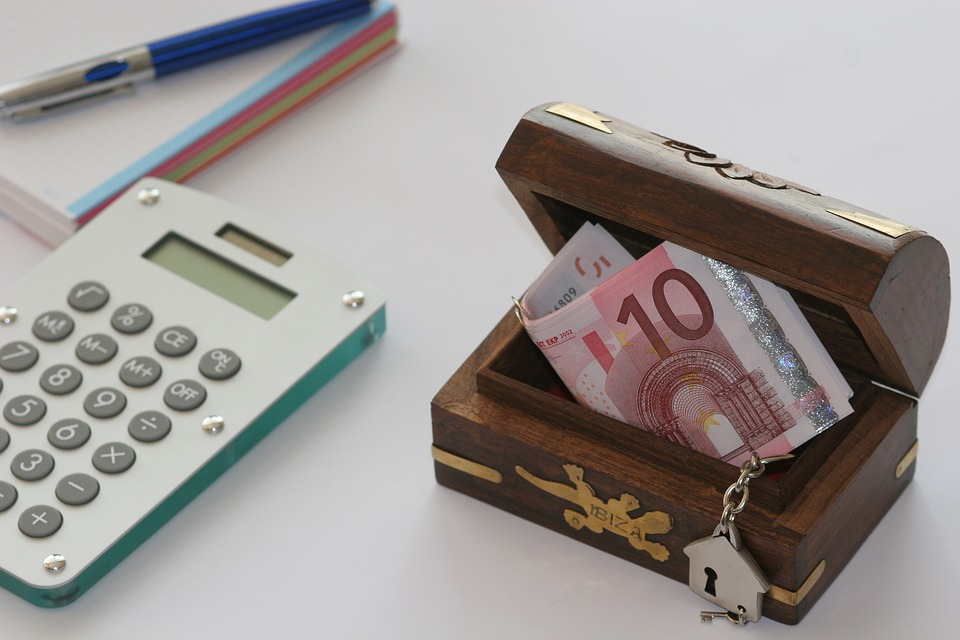 kasička a kalkulačka